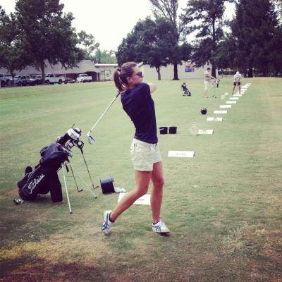 initiation au golf lors d'une matinée de repos